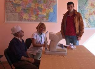 Caravana medicală care oferă consult oftalmologic gratuit a ajuns la Lugoj