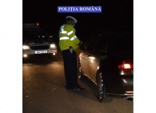 Un vitezoman beat a intrat cu maşina într-un stâlp. Poliţiştii i-au făcut dosar penal
