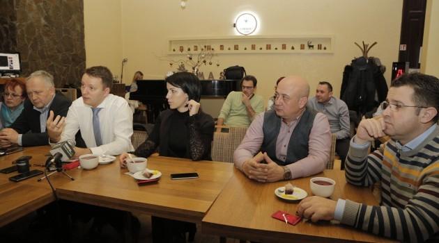 (P) Europarlamentarul Siegfried Mureșan, față în față cu tinerii din Timiș