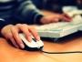 Elevii și studenții săraci din Timișoara pot primi 200 de euro de la stat pentru a-și cumpăra un calculator