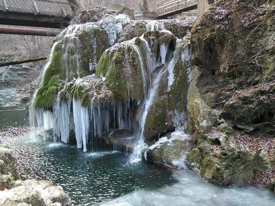 cascada bigar inghetata
